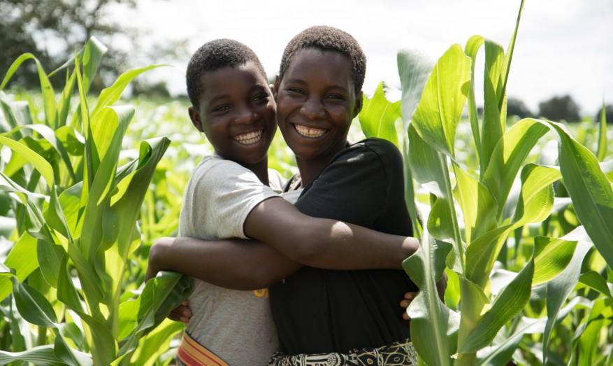 Ethwel Khundi (32) with daughter Memory (13), Whunachu Village, Malawi. Photo by Hugh Chaloner.